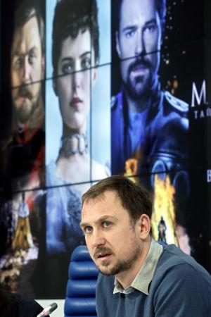 Den tyska skådespelaren Lars Eidinger spm spelar Nikolaj II deltog i en presskonferens inför premiären