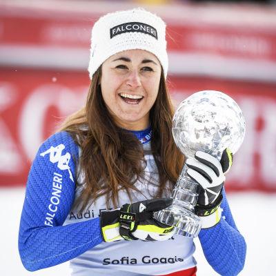 Sofia Goggia med kristallkulan