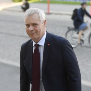 Antti Rinne anländer till Ständerhuset 22.5.