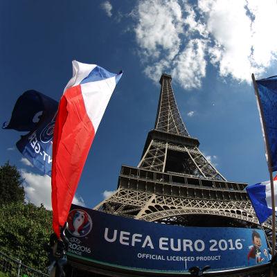 Eiffeltornet under EM i fotboll.