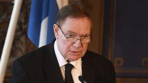 Paavo Lipponen håller tal under Mauno Koivistos minnesstund
