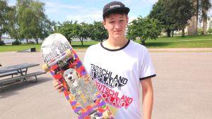 Chris Wilson skejtar i Ponke´s Park i Eira i Helsingfors. Wilson är på besök från Pennsylvania, USA.