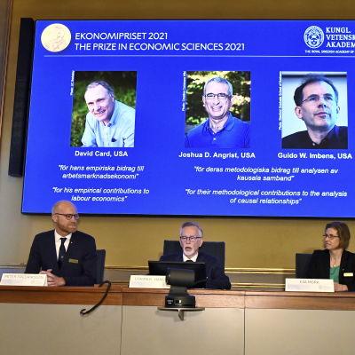 Ekonomipriset till Alfred Nobels minne delas ut på kungliga vetenskapsakademin i Stockholm.