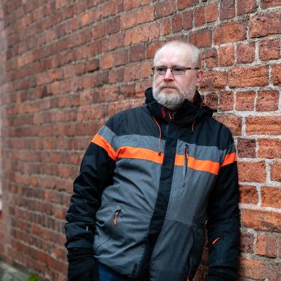 entinen ministeri Jari Lindström Voikkaan tehtaan maisemissa