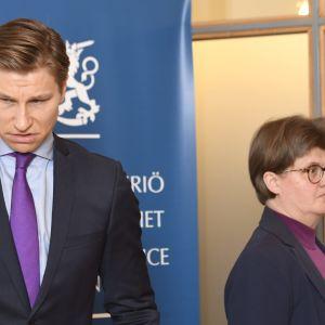 Justitieminister Antti Häkkänen och regeringsråd Marja Muilu.