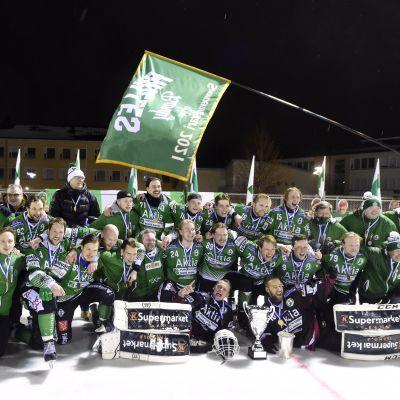 Akilles juhlii taas jääpallon Suomen mestaruutta