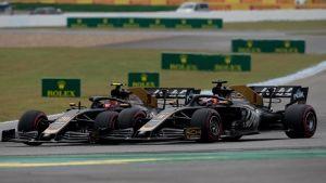Kevin Magnussen (20) och Romain Grosjean (8) kolliderar på Hockenheim.