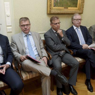 EK:s Jyri Häkämies, Markku Jalonen, FFC:s Lauri Lyly, Akavas Sture Fjäder och FTFC:s Antti Palola