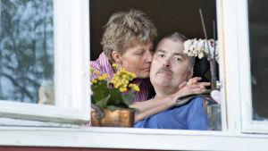 Robertilla on parantumaton tauti, Yhdessä Sissela-vaimon kanssa elämästä otetaan kaikki irti.