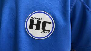 en tröja med ett handbollsmärke