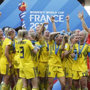 Svenska spelare firar bronset
