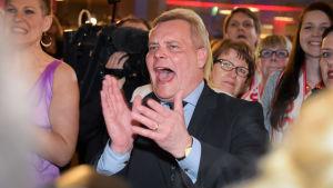 Antti Rinne på SDP:s valvaka i mars 2015.