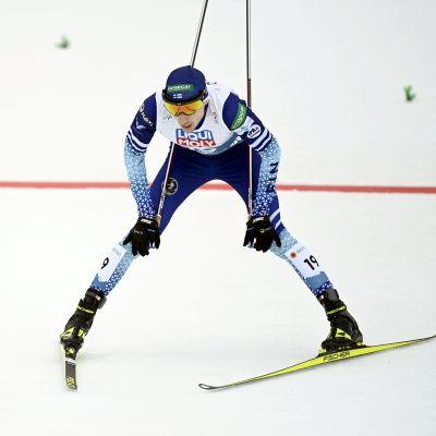 Ilkka Herola åker i mål.