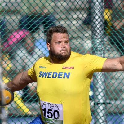 Daniel Ståhl kastar diskus i Sverigekampen.