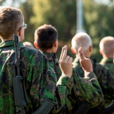 Maasotakoulun sotilasvalatilaisuus järjestettiin Kotkassa kesällä 2018.
