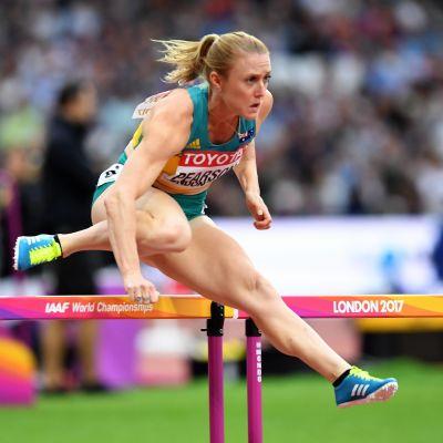 Sally Pearson hoppar över en häck