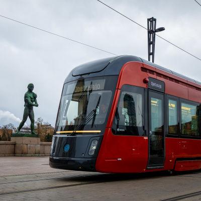 Tamperelainen raitiovaunu Hämeensillalla