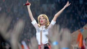 Taylor Swift på scenen.
