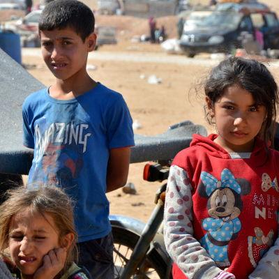 Syriska barn i ett flyktingläger i Hassakeh-provinsen