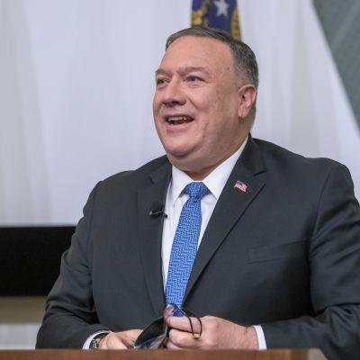 Utrikesminister Mike Pompeo försöker försvåra den blivande presidenten Joe Bidens utrikespolitiska handlingsrum gentemot Kina, Kuba, Iran och kriget i Jemen.