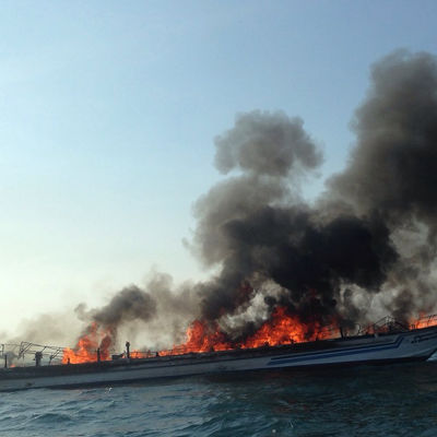 Fartyget totalförstördes i branden och sjönk.