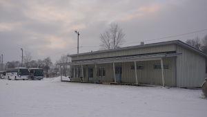 Matkahuoltos barack har flyttat till marknadsplan i Ekenäs.