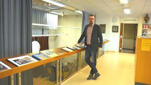 Rektor Mikael Eriksson vid Ekenäs gymnasium.