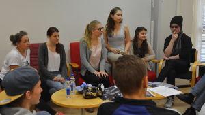 Elever från Hankoniemen lukio har gjort en egen film som visas på Hangö Filmfestival