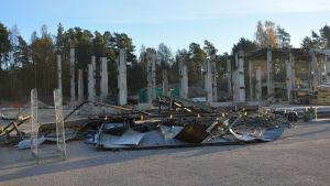 Nu har också de gamla hallarna rivits efter Gjuteriet i Karis
