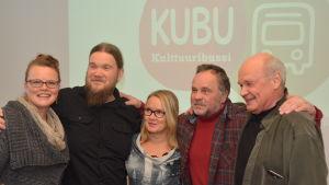 Konstnärerna Jenni Tieaho, Mika Münter, Seija Sainio och Pekka Kainulainen med företagare Seppo Juurikko öppnar sina ateljéer