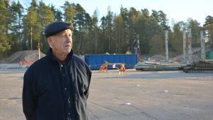 Olof Lönngren bodde intill Karis cementvarufabrik som nu är borta.