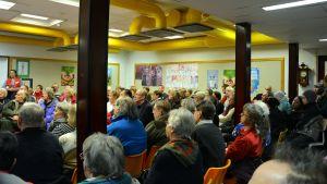 Många deltagare under Lappviks invånarkväll där man informerade om asylsökande.