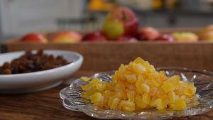 Torkade aprikoser och sultanrussin i ett kök