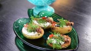 Portion med hussyrsa på stekta potatis och myror.