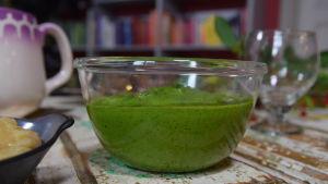Persiljekräm i en glasskål