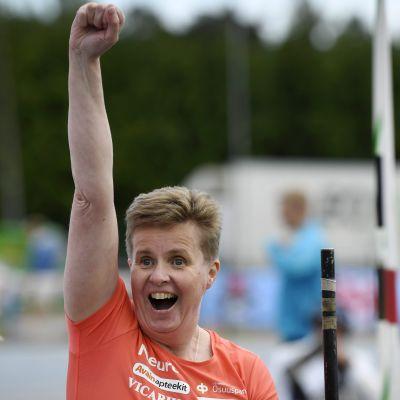Marjaana Heikkinen är glad efter att vunnit guld i para-EM i friidrott.