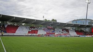 Tifo av HIFK:s anhängare.