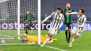 Alvaro Morata firar mål.