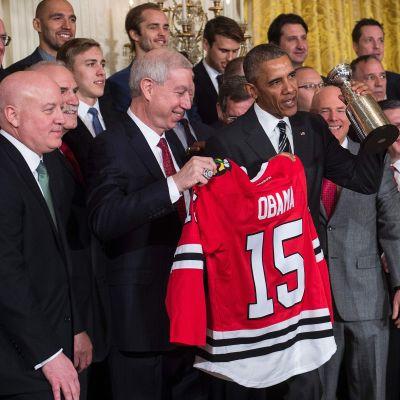 President Obama med Chicago Blackhawks.