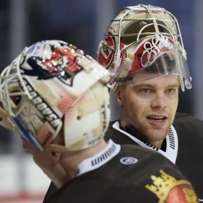 Harri Säteri ersätter Juha Metsola mellan stolparna när Finland ställs mot Tjeckien.