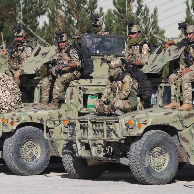 Afganistanin armeijan sotilaita talvikoulutuksessa Heratissa, Afganistanissa lokakuussa 2020