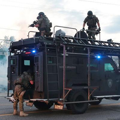 Upplopp i förstaden Ferguson i St. Louis i Missouri.