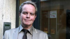 Svenska Yles medarbetare Johan Tollgerdt, Paris.
