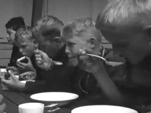 Pojkar äter