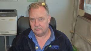 Försäljare Benny Rosenqvist vid däckaffären Euromaster i Ekenäs.