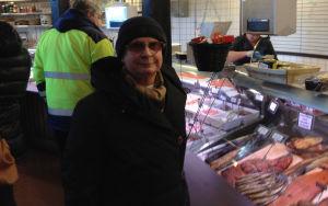 Christina Lehtonen köper ofta fisk från hallen.