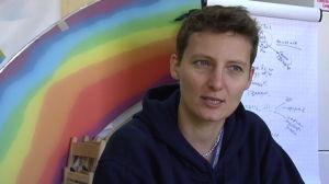 Polina jobbar vid en av S:t Petersburgs gay-organisationer