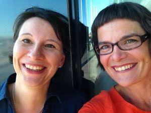 Anna Slotte-Lüttge t.h., och Liselott Forsman t.v., har skrivit boken Skolspråk och lärande som ska hjälpa flerspråkiga elever i undervisningen.