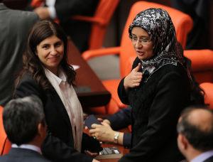Gulay Samanci AKP, huvudduk i turkiska parlamentet