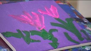 Rosling målar ofta blommor